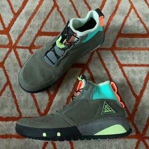 NWT Nike ACG Ruckel Ridge Sneaks
